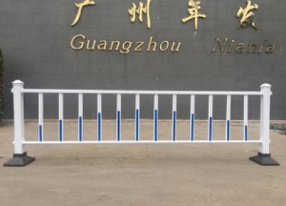 广州现货白色道路市政护栏(配反光标)