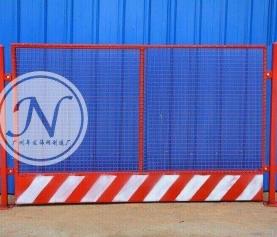 红白相间临时基坑铁丝网围栏