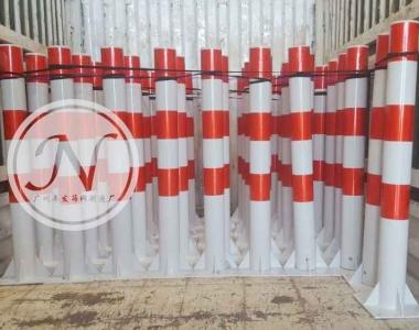 红白相间交通隔离柱
