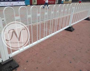 带底盘白色市政道路京式护栏